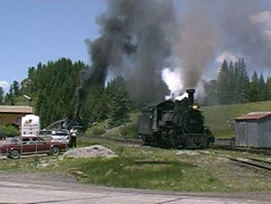 463 runs forward to turn on wye at Cumbres, June 2000.